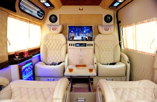 """Cận cảnh nội thất 5 sao của Ford Transit Limousine 2014 """"Bắc tiến"""" đón Noel & năm mới"""